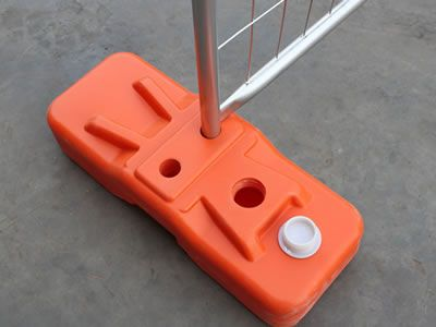 There is a orange plastic base applied on the Australian temporary fence.