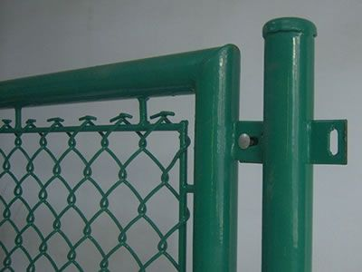 There is a piece of green temporary chain link fence which has flat edge.